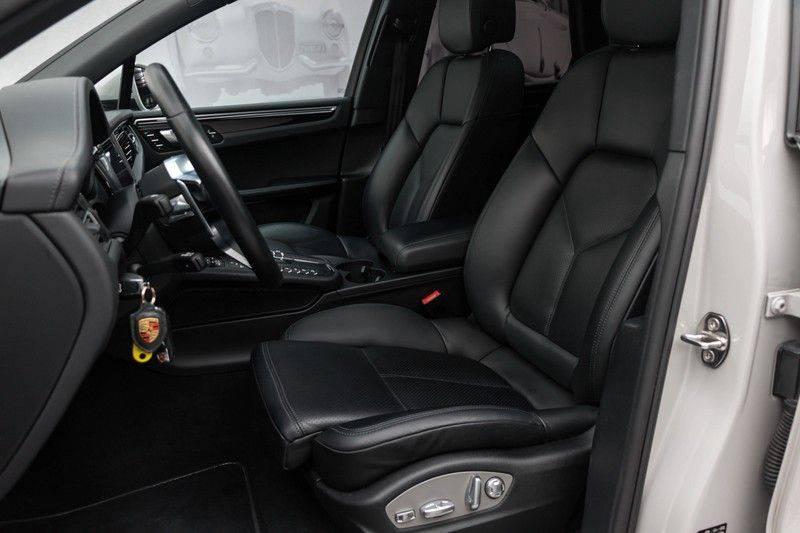 Porsche Macan 3.0 S 354pk PDK Black Design Nieuw Model (Krijt) Luchtvering Panoramadak ACC Sportleder+Memory Full-Led Bochtenverlichting Navi/High Privatglass AppleCarplay 21'' Camera Pdc Trekhaak afbeelding 2