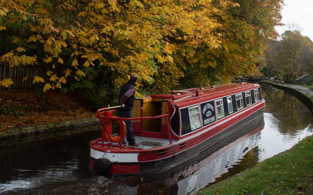 Shire Cruisers on the Calder and Hebble Navigation