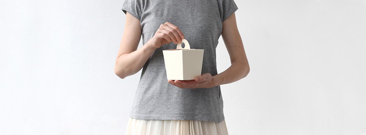 Krémová svatební krabička s ouškem na výslužku