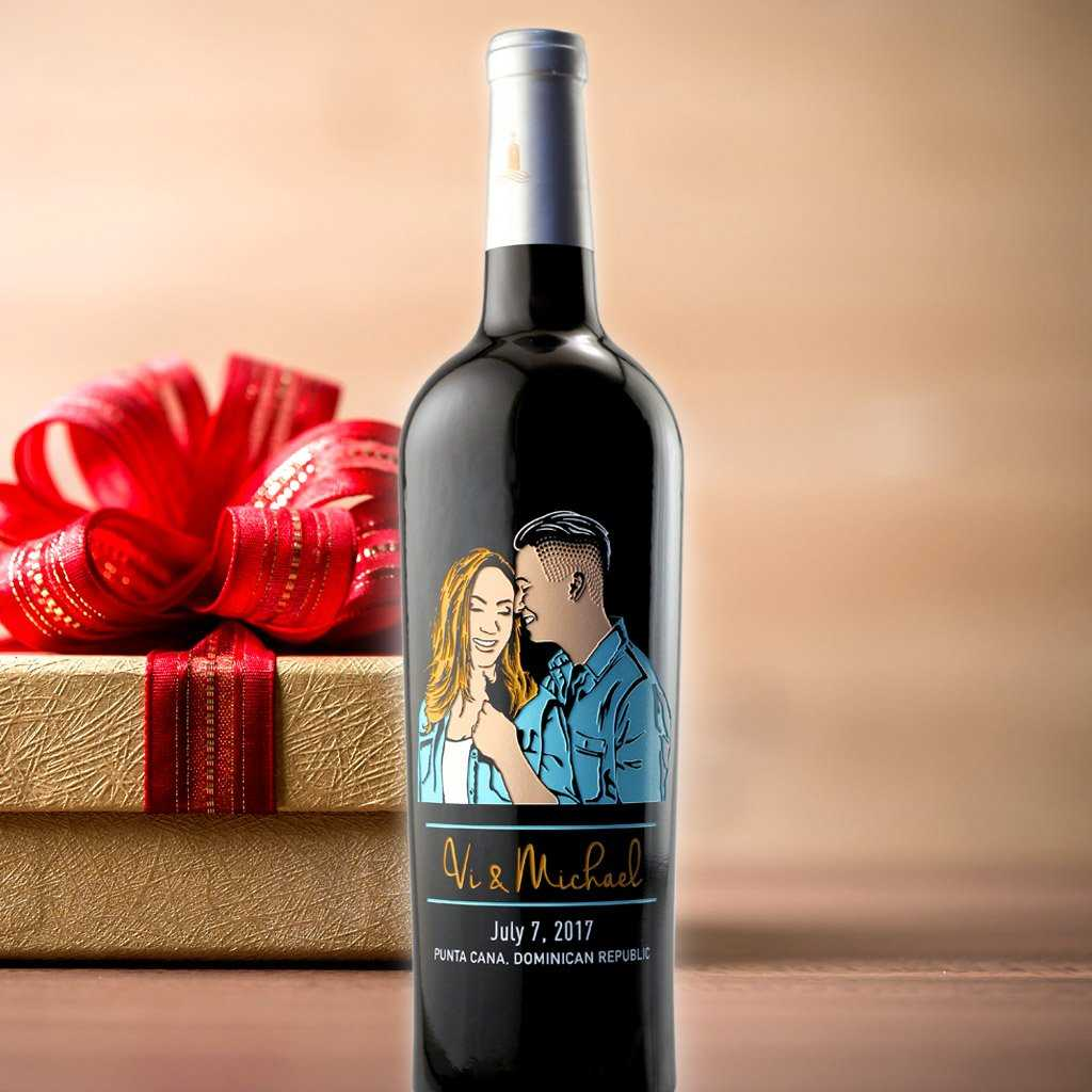 Etched Romantic Wine Bottle with man and woman