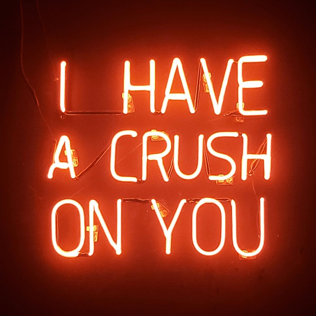 Русский перевод: «Я от тебя без ума». Фото: Unsplash