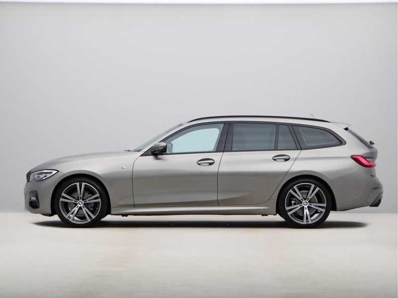 BMW 3 Serie Touring 318i Executive Model M Sport afbeelding 7