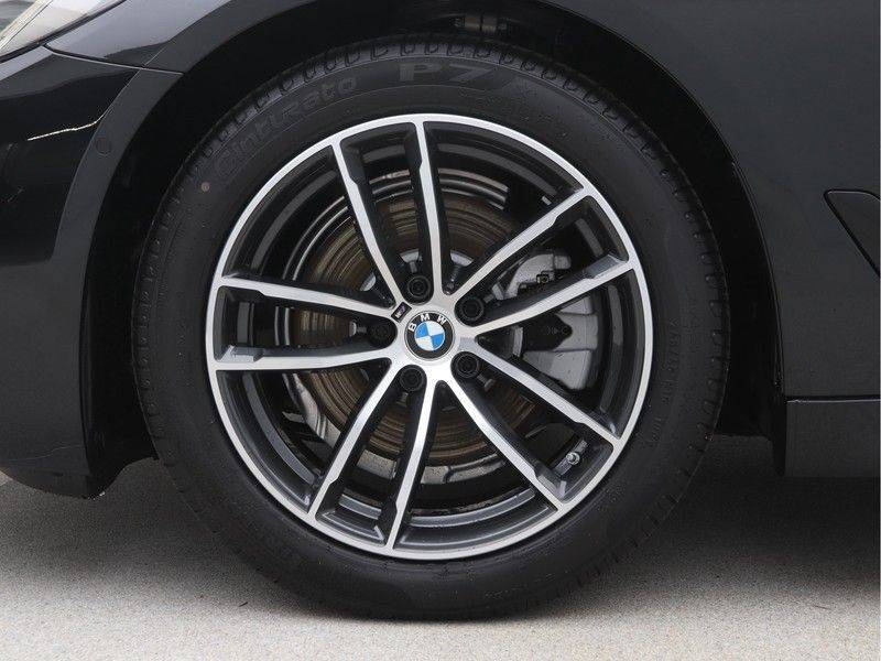 BMW 5 Serie Sedan 520i High Executive M-Sport Automaat afbeelding 19