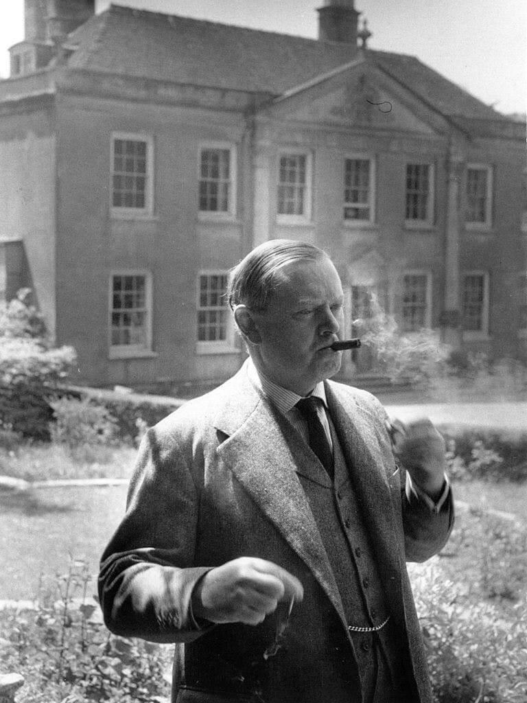 Британский писатель Ивлин Вов1955году. Фото: Kurt Hutton / Picture Post / Hulton Archive