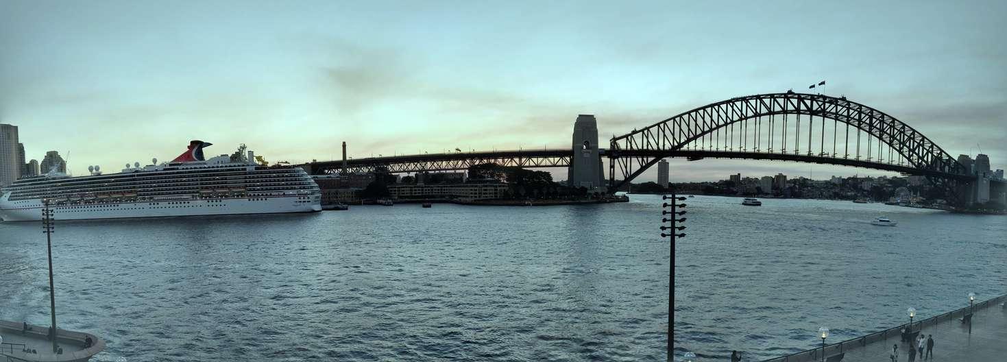 Opera HouseからのHarbour Bridge