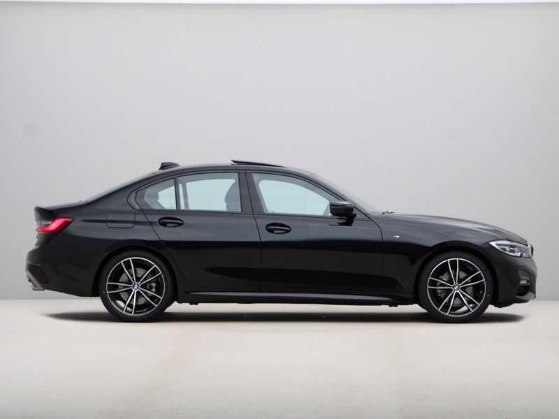 BMW 3 Serie 320i High Executive Model M Sport afbeelding 8