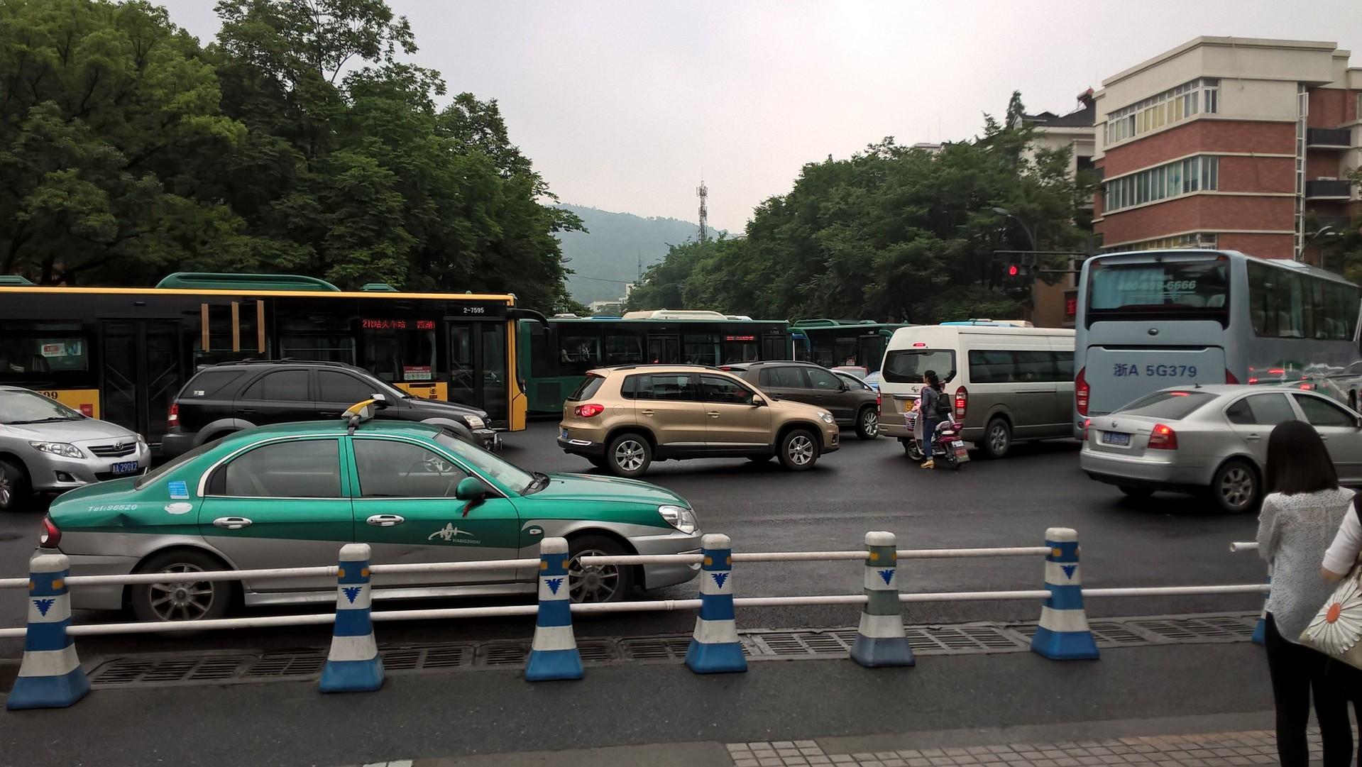 Überfüllte und verstopfte Kreuzungen sind keine Seltenheit
