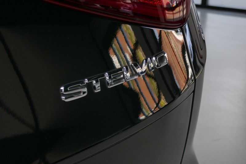 Alfa Romeo Stelvio 2.0 T AWD Q4 Special Edition afbeelding 12