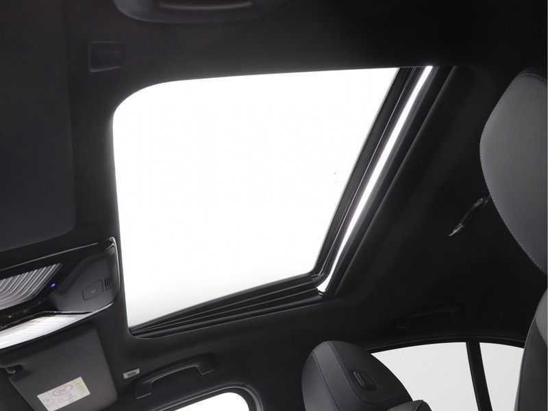 BMW 3 Serie 320i Exe M-Sport Aut. afbeelding 12