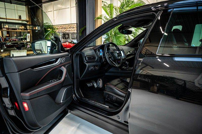 Maserati Levante 3.0 V6 D AWD | BTW | Black pack | Pano | Rood sticksel | Harman Kardon | Voertuigvolgsysteem | Nieuwe onderhoudsbeurt | afbeelding 13