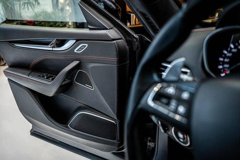 Maserati Levante 3.0 V6 D AWD | BTW | Black pack | Pano | Rood sticksel | Harman Kardon | Voertuigvolgsysteem | Nieuwe onderhoudsbeurt | afbeelding 16