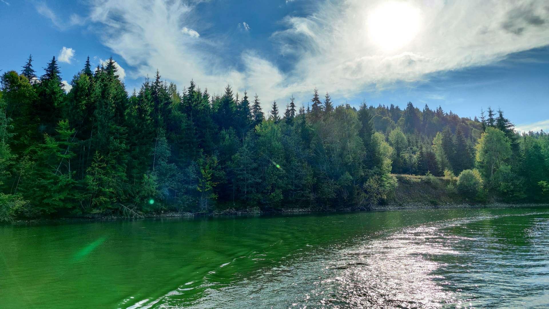 poza de pe lac cu lumina lacului
