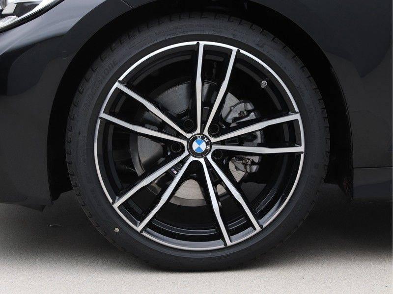 BMW 3 Serie 320i High Executive Model M Sport afbeelding 23
