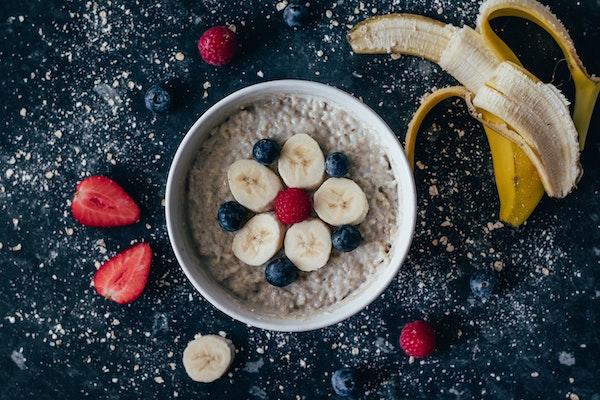 desayuno saludable muesly platano