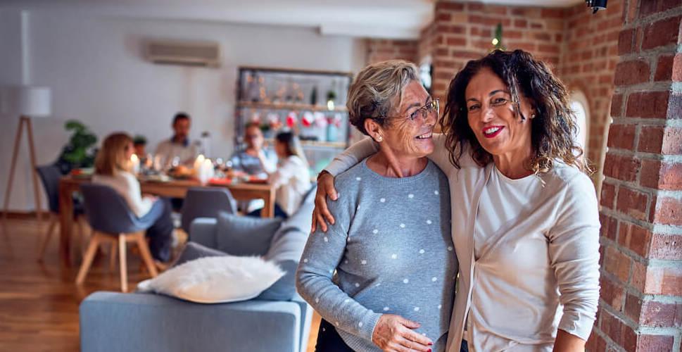 Zwei Bewohner einer Senioren WG