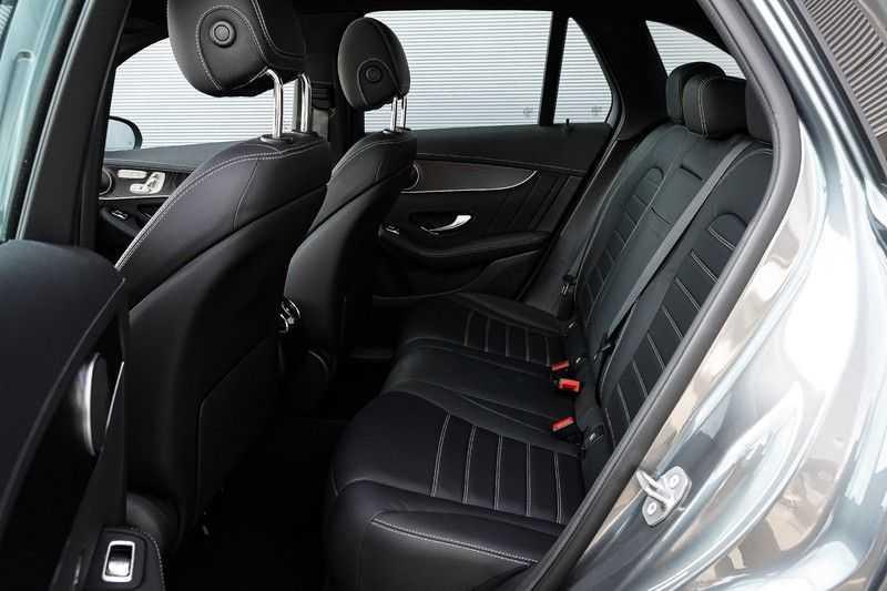 Mercedes-Benz GLC 250 4MATIC Sport Edition AMG Pano Trekhaak Camera 360° afbeelding 3