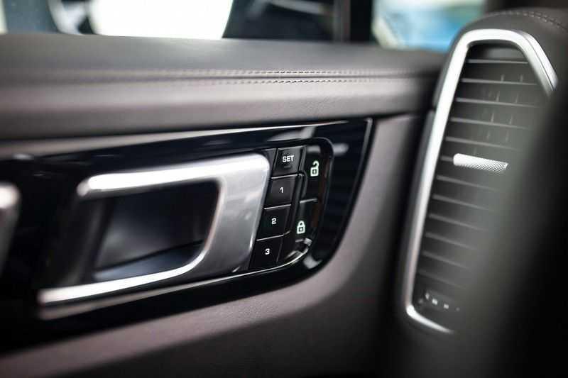 "Porsche Cayenne 3.0 E-Hybrid *Pano / BOSE / Massage / Stoelventilatie / 22"" / ACC / Sport Chrono* afbeelding 23"