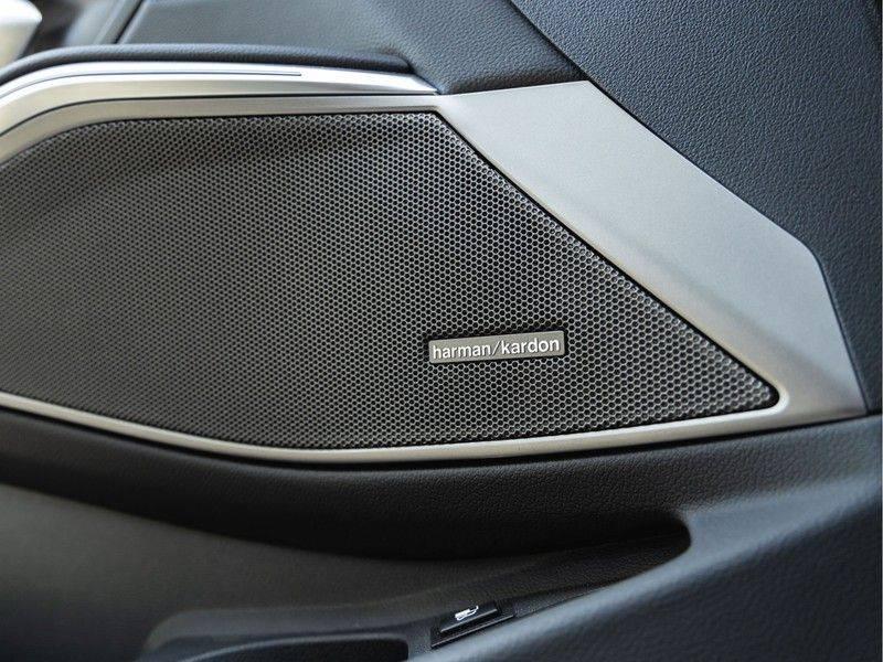 BMW 3 Serie Touring 330e xDrive M-Sport - Panorama - Harman Kardon - Active Cruise afbeelding 22