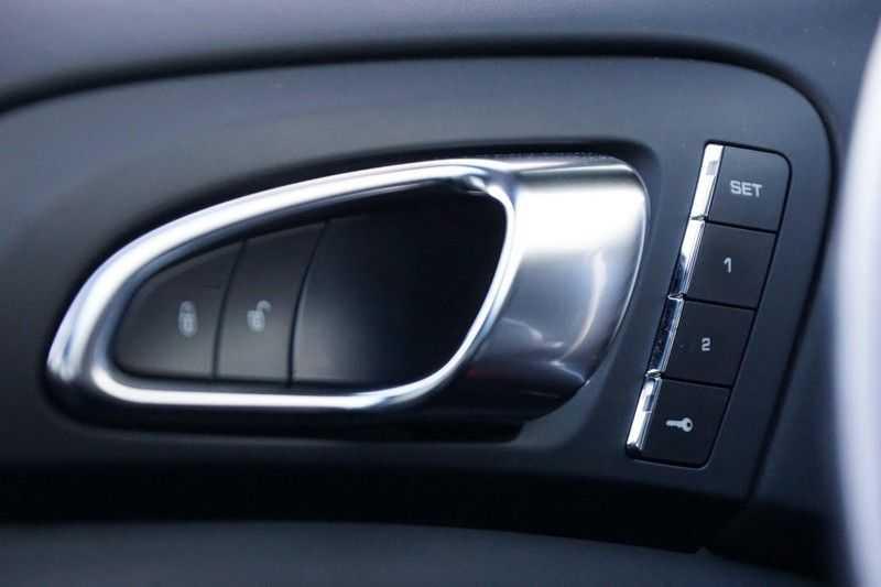 Porsche Cayenne 3.0 S E-Hybrid / Sport Chrono / Panodak / Trekhaak / Bose / Luchtvering / Sportstoelen afbeelding 18