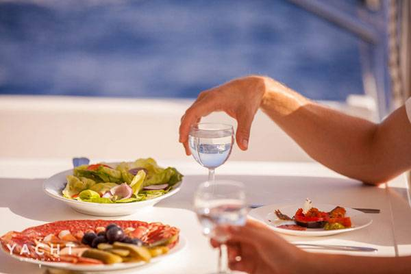 Try the best Fethiye restaurants with Turkish yacht rentals