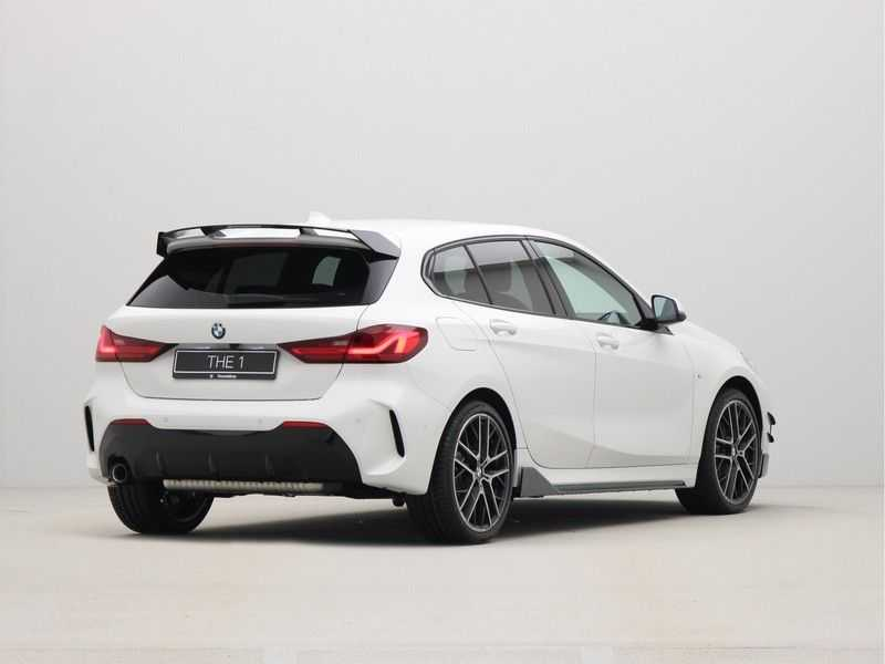 BMW 1 Serie 5-deurs 118i Executive Edition M-Performance Automaat afbeelding 5
