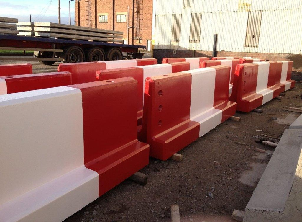 Jersey concrete barrier painted red and white