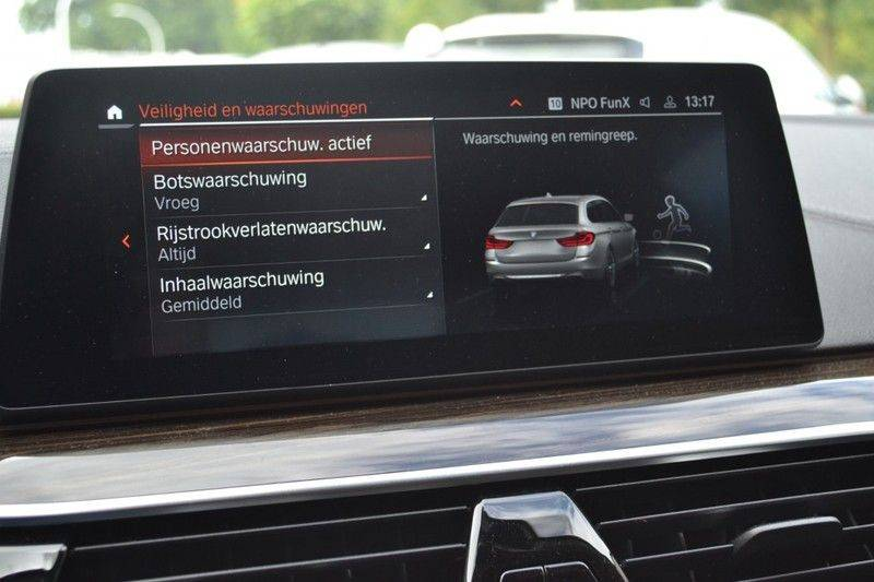 BMW 5 Serie 530i xDrive Luxury Line Facelift afbeelding 15