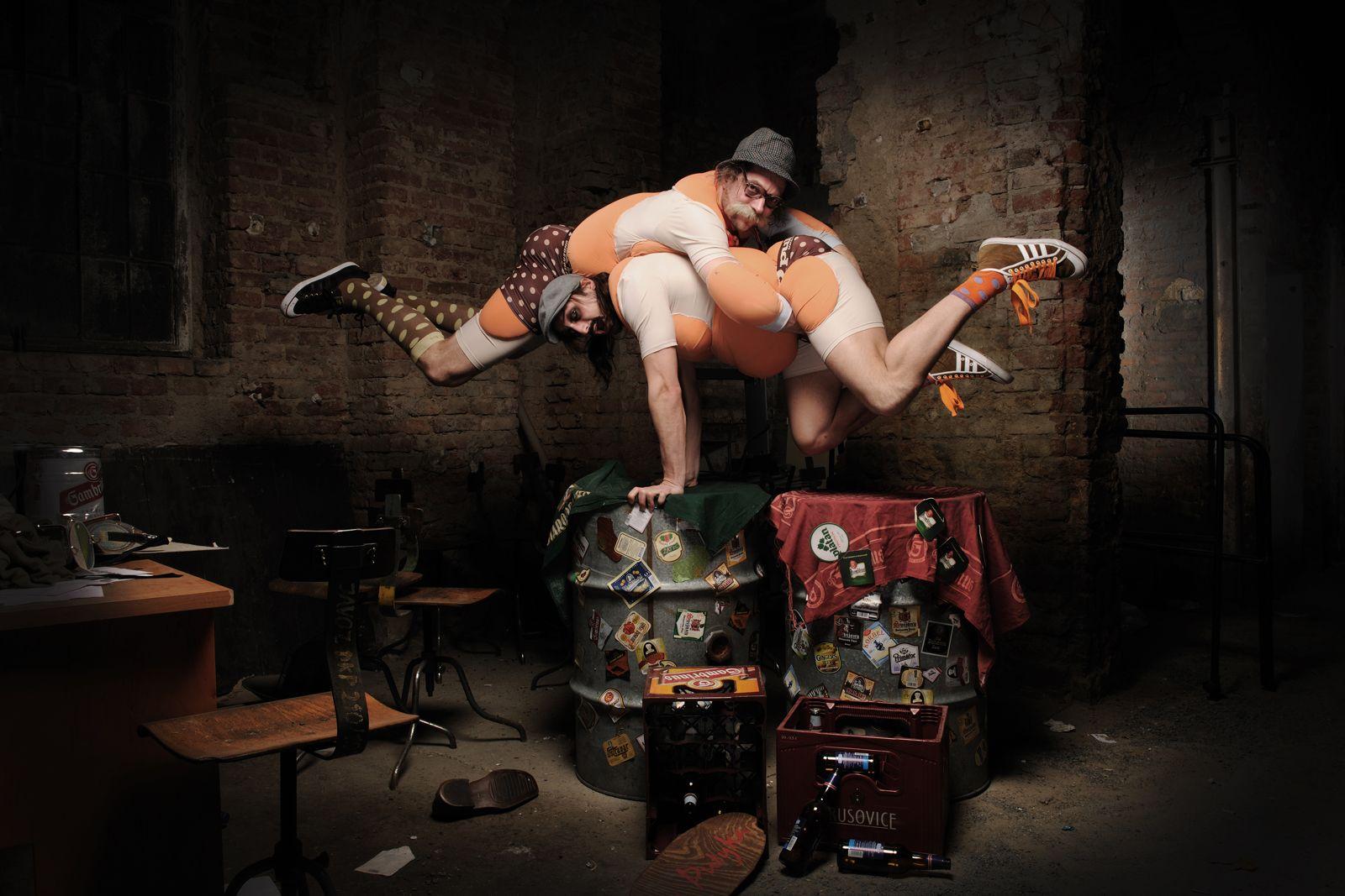 acrobat on stage at la putyka