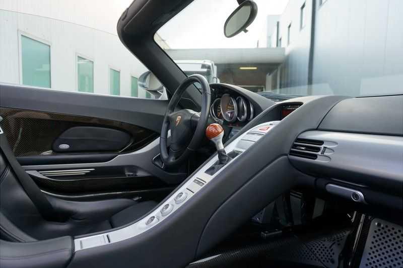 Porsche Carrera GT 5.7 V10 1 of 1.270 afbeelding 10