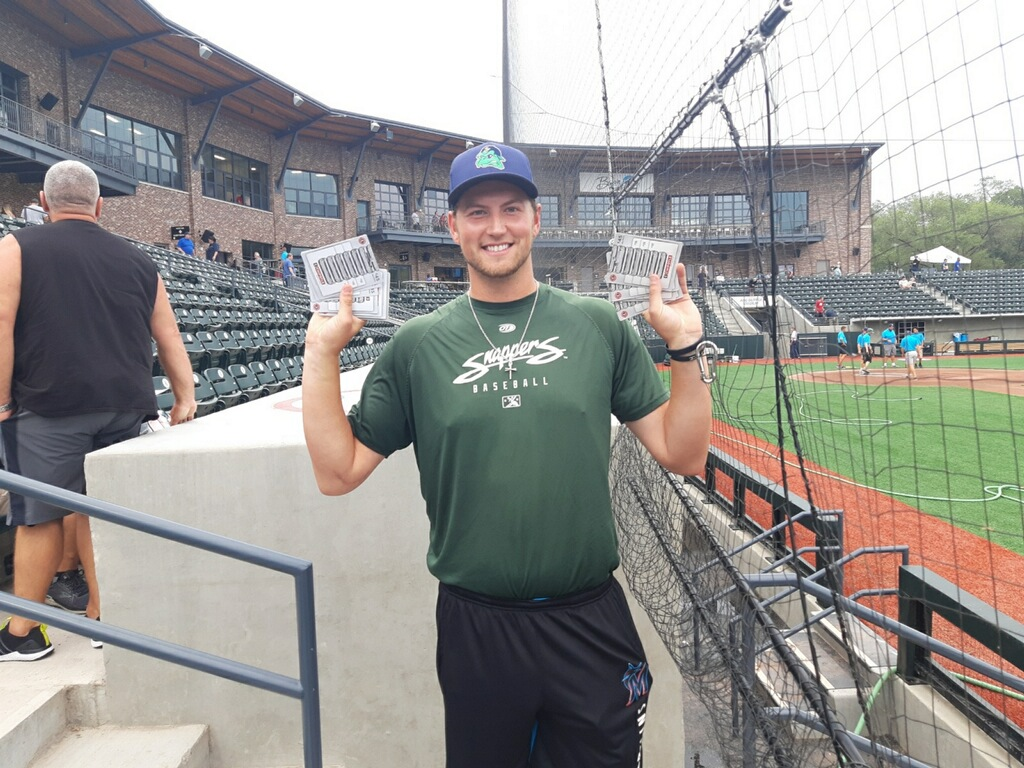 Snappers player with Chipotle gift cards.