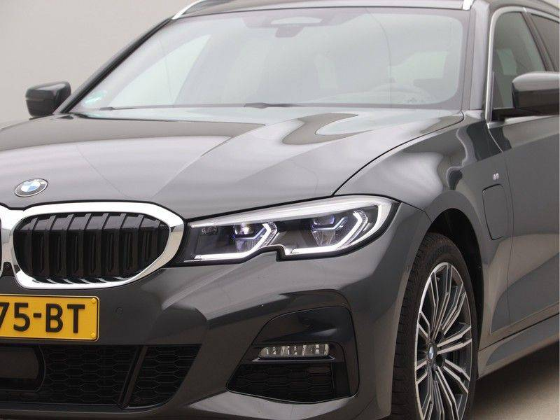 BMW 3 Serie Touring 330e xDrive High Executive Model M Sport afbeelding 23