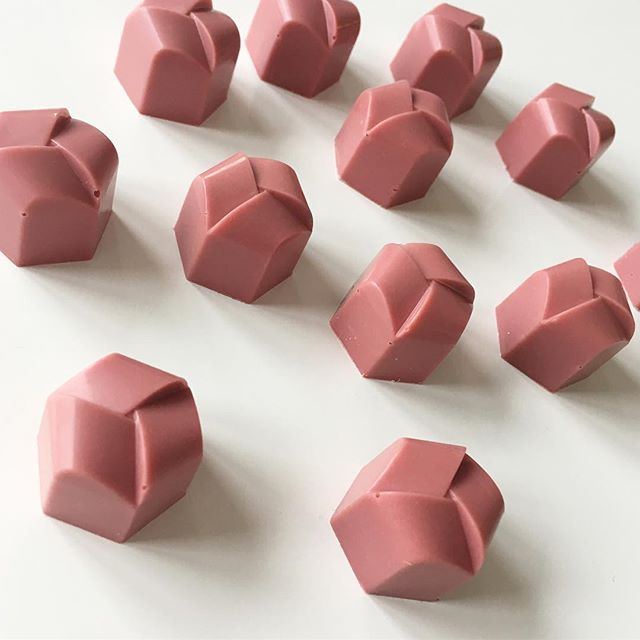 Ruby chocolate bonbons (without any coloring)