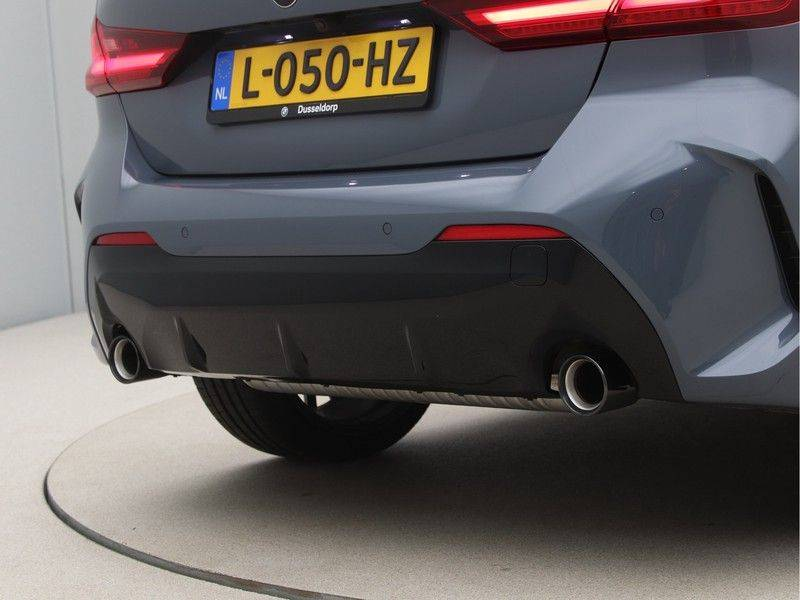 BMW 1 Serie 120i High Exe M-Sport Aut. afbeelding 20