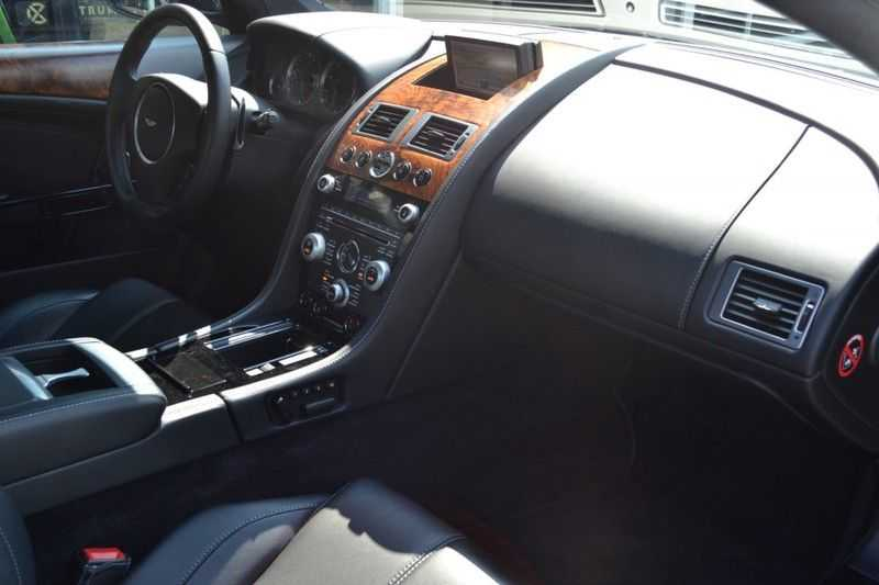 Aston Martin DB9 5.9 V12 afbeelding 4