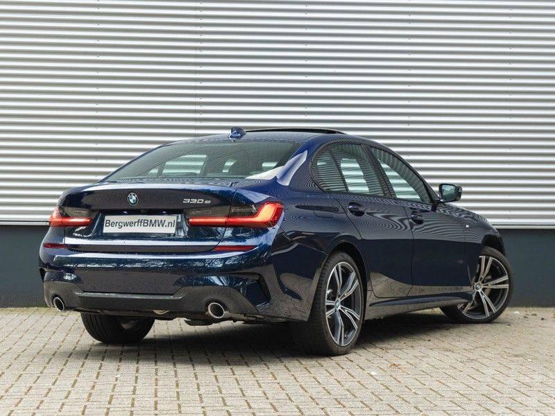 BMW 3 Serie 330e M-Sport - Individual - Dak - ACC - Harman Kardon - Trekhaak afbeelding 2