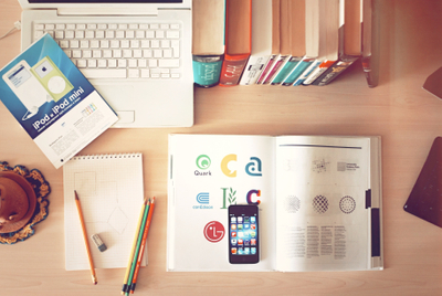What does technology offer for the education industry? This article allows us to observe the collaboration of the tech industry with learning. Find out more!