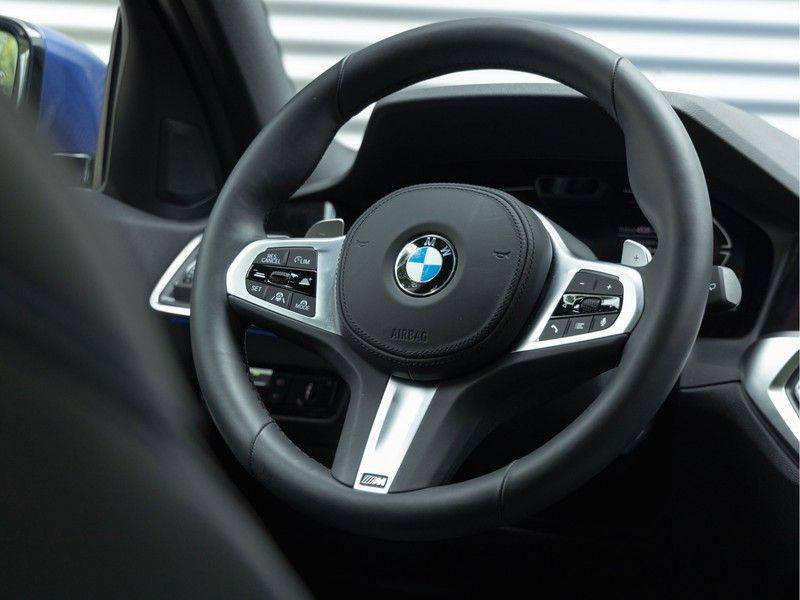 BMW 3 Serie Touring 330i M-Sport - Panorama - Driving Assistant Professional - DAB afbeelding 19