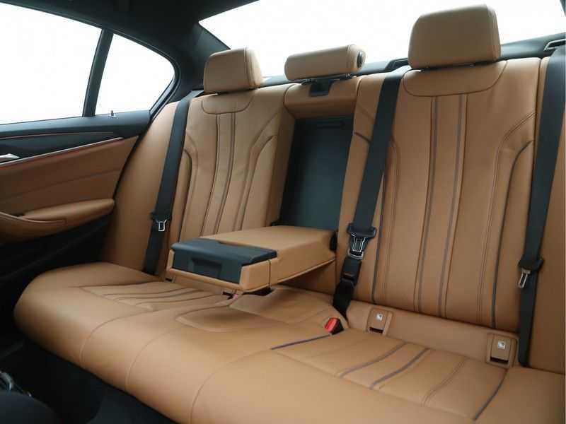 BMW 5 Serie Sedan 530i High Executive M-Sport Automaat afbeelding 13