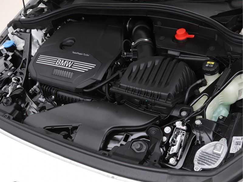 BMW 2 Serie Gran Coupé 218i Exe M-Sport Aut. afbeelding 4