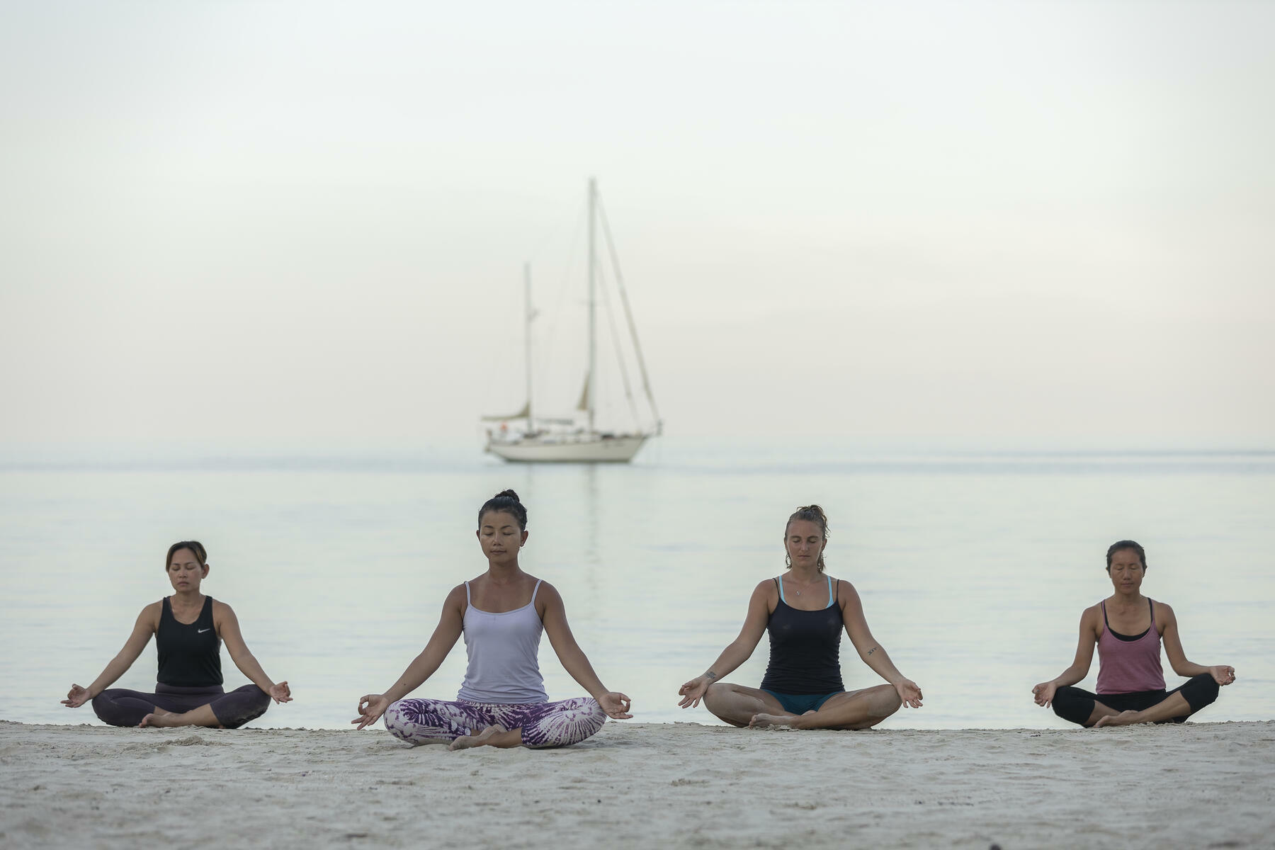 gallery/sailing-and-yoga-03.jpg