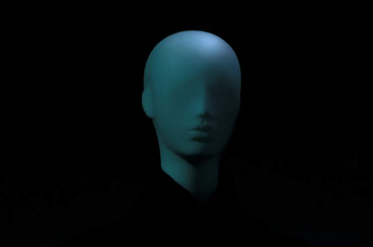 An image of a head on a black ground, representing headless CMS