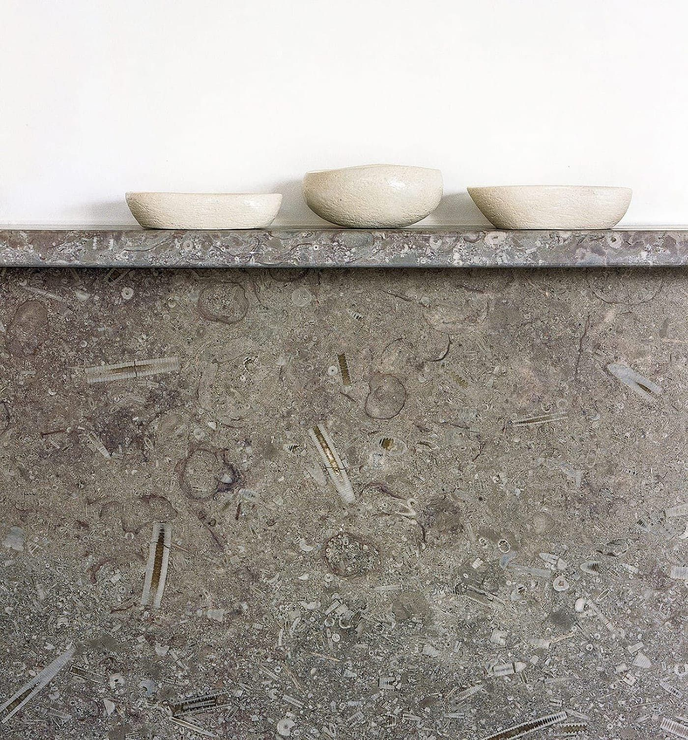 Mandale fossil limestone splash back and display shelf within From Works bespoke kitchen at Southgrove Road in Sheffield.