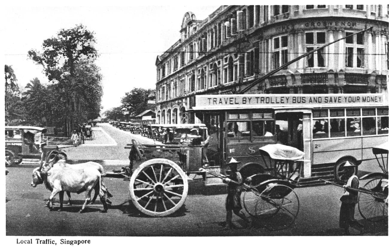 Traffic at the junction of Hill Street and Stamford Road, 1920s