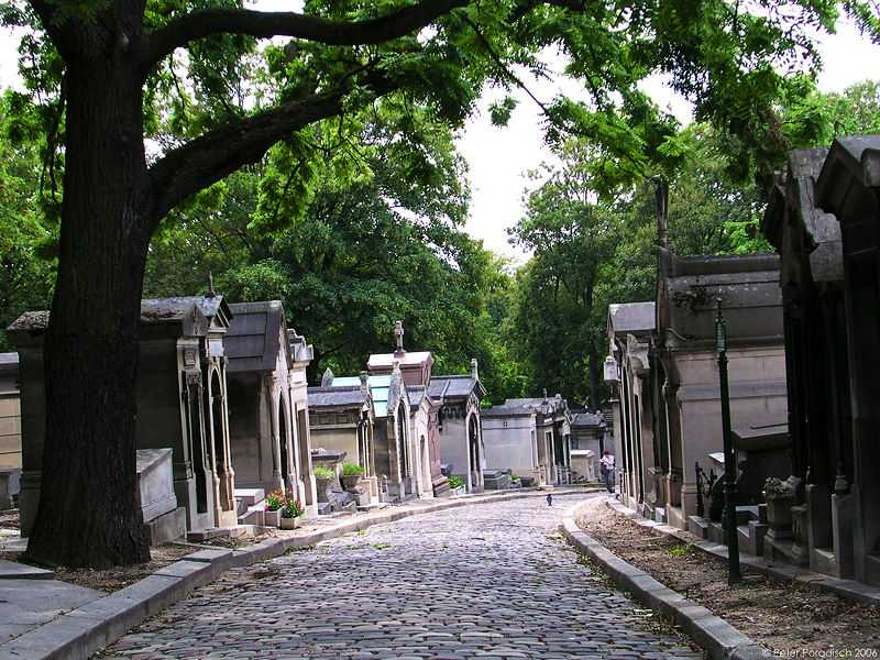 A photo of the Pere Lachaise Cemetery in Paris, France (© Peter Poradisch, CC BY 2.5)