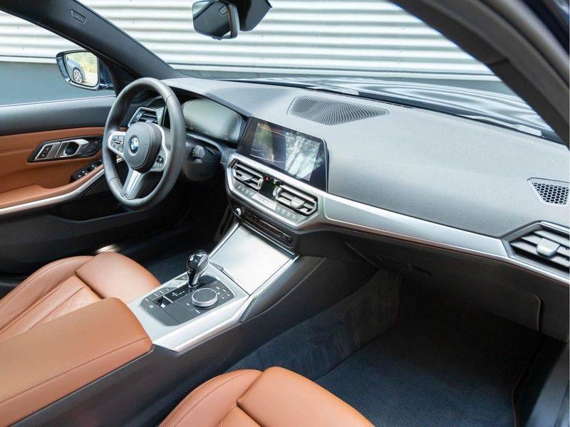 BMW 3 Serie Touring 330i M-Sport - Individual - Memoryzetels - Trekhaak - Panorama afbeelding 12