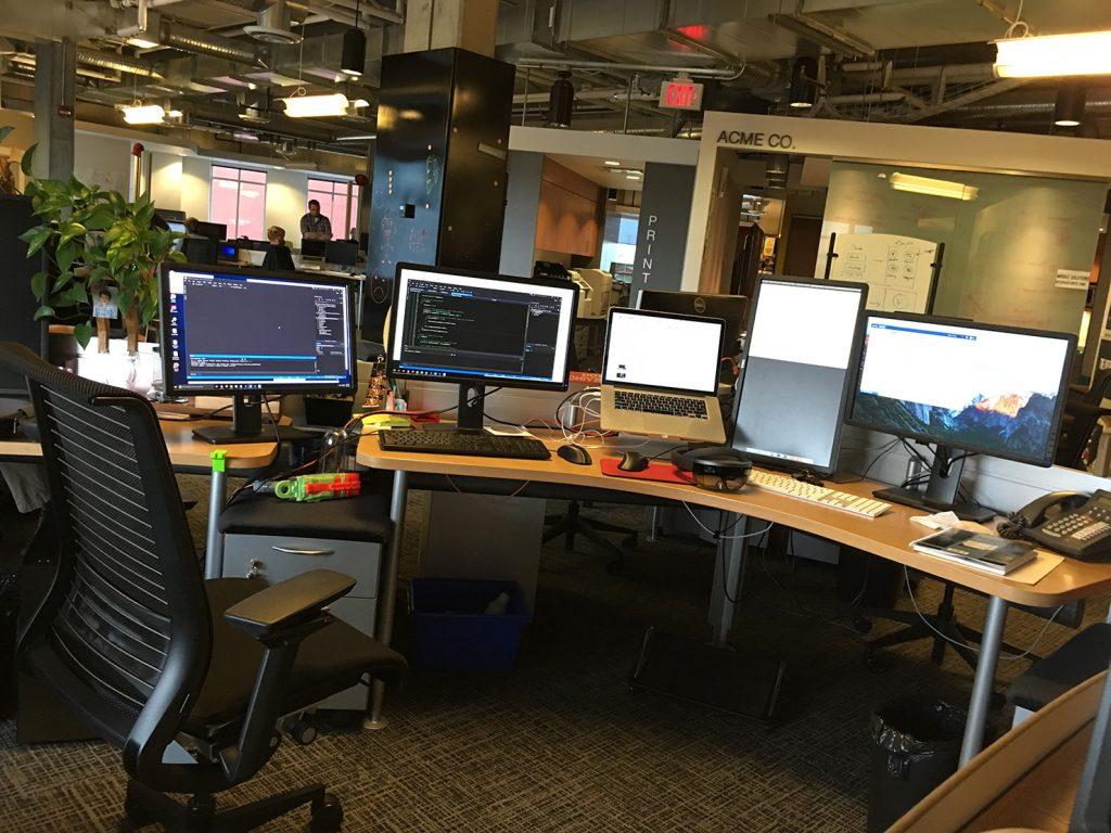 میز من در محل کار فعلیم