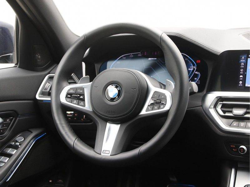 BMW 3 Serie 330Xe Touring High Exe M-Sport afbeelding 2