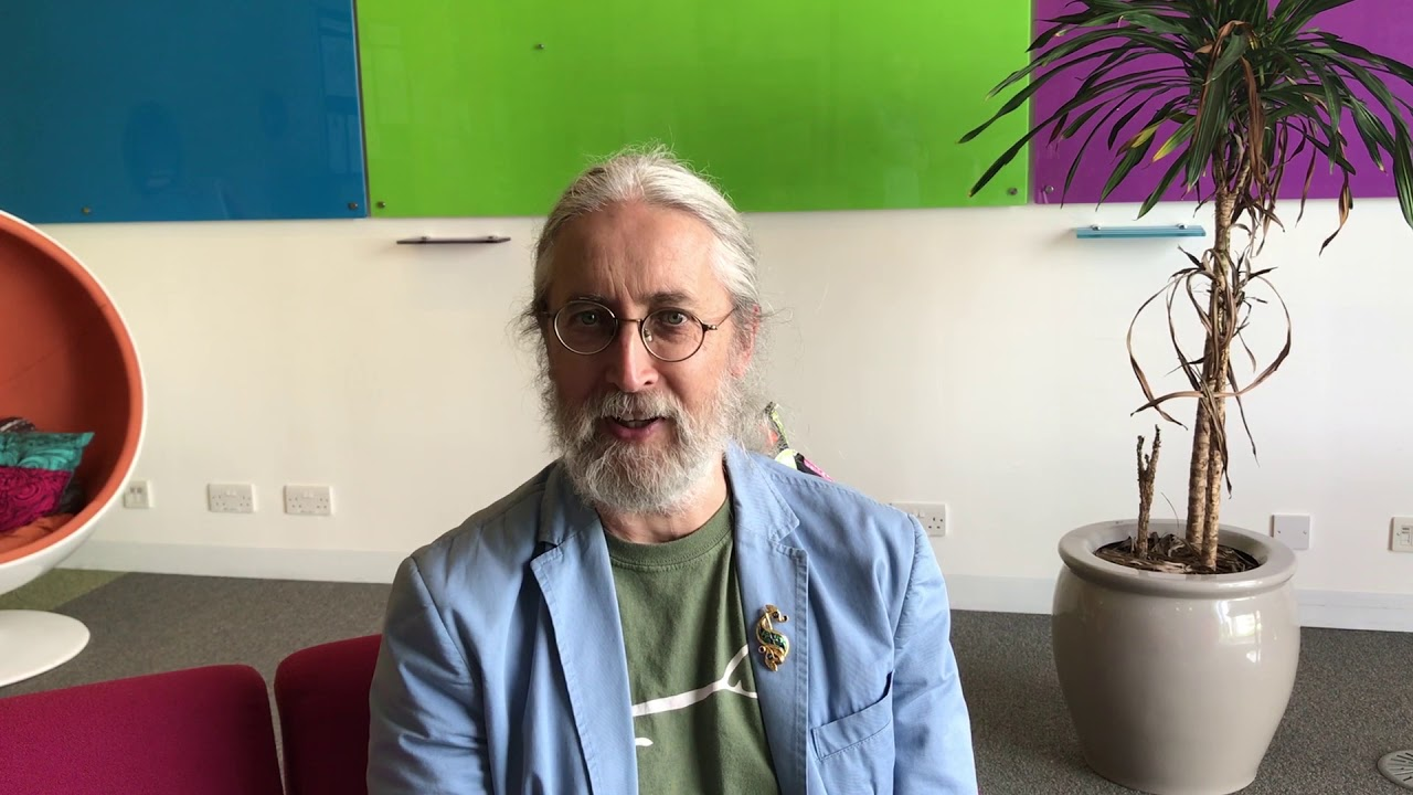 Грэм Харви. Кадр из видео «Professor Graham Harvey: Exploring Religion» на YouTube