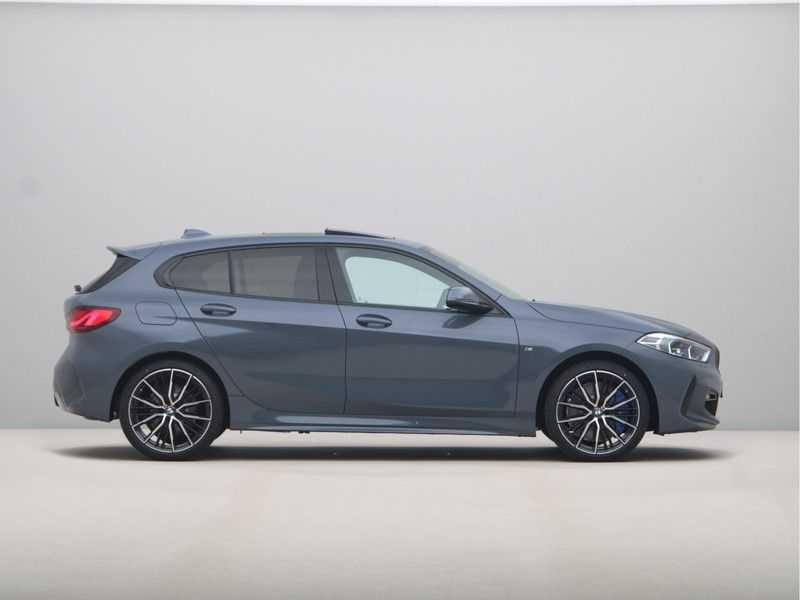 BMW 1 Serie 118i 5rds High Exe M-Sport Aut. afbeelding 18