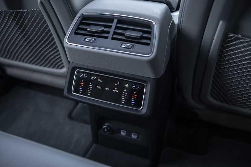 "Audi e-tron e-tron 55 quattro advanced Pro Line S 4% bijtelling!! DEC. 2018!! € 146,- netto bijtelling pm! Head-up + B&O etc. Tot januari 2024 4% bijtelling!! Prijs inclusief 22"" velgen afbeelding 12"